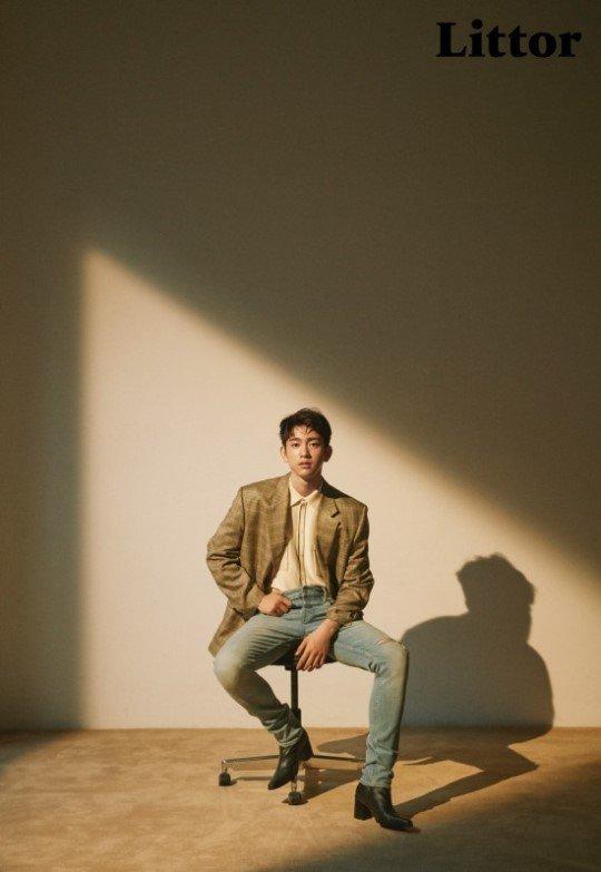 jinyoung_1527873367_j